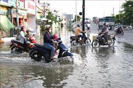 Triều cường đến sớm hơn dự báo, gây ngập úng cục bộ TP Hồ Chí Minh
