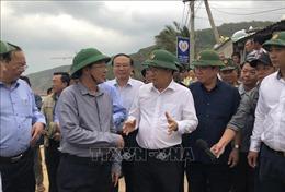 Phó Thủ tướng Trịnh Đình Dũng kiểm tra công tác ứng phó bão số 6 tại Bình Định