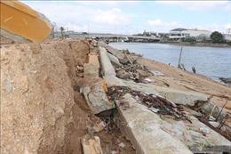 Kè sông chưa nghiệm thu đã hư hỏng nặng sau bão số 5