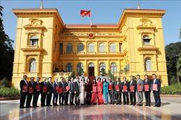 Trao quyết định cho 16 đại sứ Việt Nam tại nước ngoài nhiệm kỳ 2019-2022