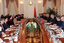 Chủ tịch Quốc hội Nguyễn Thị Kim Ngân hội kiến Thủ tướng CH Belarus