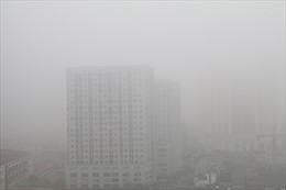 Không khí Hà Nội và vùng lân cận ô nhiễm bụi mịn do lớp sương mù dày đặc