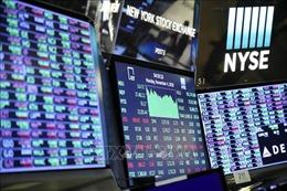 Chứng khoán Mỹ chốt phiên trái chiều khi giá cổ phiếu của Apple giảm mạnh