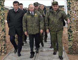 Tổng thống Nga thị sát diễn tập quân sự quy mô lớn ở Crimea