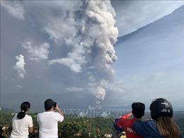 Philippines tạm dừng các chuyến bay ở Manila do núi lửa Taal 'thức giấc'