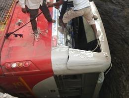 Xe buýt rơi xuống giếng khiến ít nhất 26 người thiệt mạng