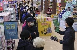 Hàn Quốc và Thái Lan mạnh tay xử phạt hành vi đầu cơ khẩu trang