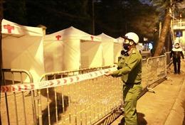 Dịch COVID-19: Trong đêm, triển khai phương án bảo vệ Trạm di động lấy mẫu xét nghiệm