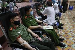 Cán bộ, chiến sĩ công an, đoàn viên và du học sinh tham gia hiến máu tình nguyện