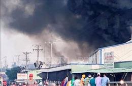 Cháy lớn tại kho hàng công ty sản xuất bao bì