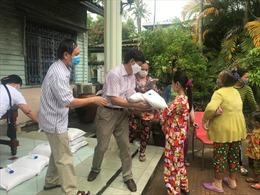 Những món quà nghĩa tình Kiên Giang gửi tới bà con người Campuchia gốc Việt