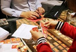Chứng khoán gây sức ép khiến giá vàng giảm 450.000 đồng/lượng