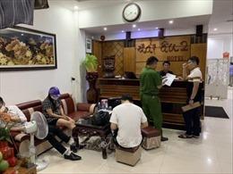Triệt phá tụ điểm mua bán dâm giữa lòng thành phố Đồng Hới