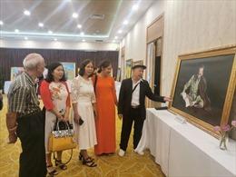 Khai mạc triển lãm tranh 'Tháng Năm nhớ Bác'