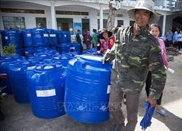 Trao thùng chứa nước tặng bà con gặp khó khăn do hạn mặn tại Kiên Giang