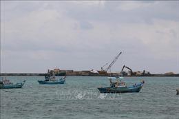 Sớm hoàn thành khu neo đậu tránh bão cho tàu cá ở đảo Phú Quý