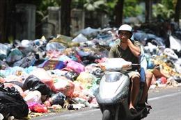 Hà Nội 'ngộp thở' trong rác thải