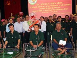 Đồng chí Nguyễn Thiện Nhân thăm, tặng quà thương binh, bệnh binh tại Hà Nam