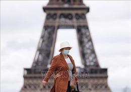 Pháp bắt buộc đeo khẩu trang ở Paris do virus SARS-CoV-2 lây lan nhanh