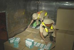Phát hiện xe tải vận chuyển hơn 67.400 khẩu trang y tế không rõ nguồn gốc