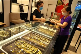 Tiếp tục lao dốc, giá vàng trong nước tuột mốc 53 triệu đồng/lượng
