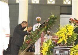 Chủ tịch Quốc hội Camphuchia Heng Samrin viếng nguyên Tổng Bí thư Lê Khả Phiêu