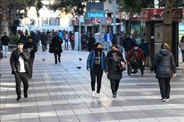 Chile đóng cửa trung tâm thương mại tại Santiago