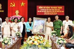 Phó Chủ tịch nước thăm, chúc mừng cán bộ, chiến sỹ Công an tỉnh Yên Bái