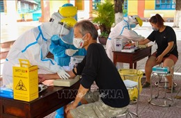 Xét nghiệm SARS-CoV-2 cho người nước ngoài sinh sống tại Đà Nẵng