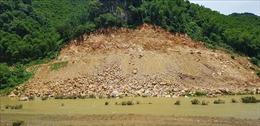 Thanh Hóa: Chỉ đạo khắc phục tình trạng đất đá đổ xuống lòng sông Lò