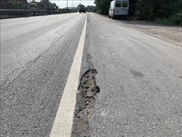 Khẩn trương sửa chữa mặt đường Quốc lộ 5