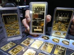 Giá vàng châu Á chạm mức cao nhất gần 2 tuần