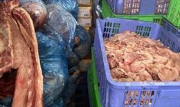 Xử phạt đối tượng trữ hơn 1,46 tấn thịt lợn bốc mùi hôi thối