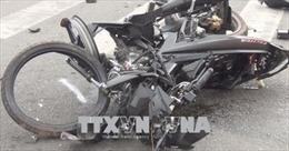 Ô tô Innova va chạm với xe máy đi ngược chiều làm 3 người tử vong