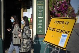 Số ca mắc mới tại Anh gần mức đỉnh điểm của đợt bùng phát dịch COVID-19 đầu tiên