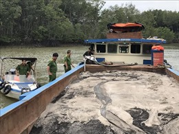 Bắt 2 phương tiện cỡ lớn bơm hút cát trái phép trên sông Đồng Nai