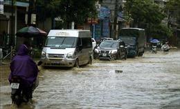 Mưa lớn gây ngập nhà và tắc nghẽn giao thông tại Lào Cai