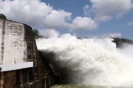 Mở 2 cửa xả đáy hồ Sơn La và Thác Bà, tiếp tục duy trì 1 cửa xả đáy hồ Hòa Bình