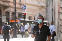 Italy siết chặt kiểm dịch COVID-19 đối với du khách nước ngoài