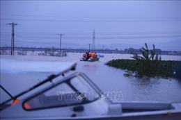 Mưa lớn kéo dài, nhiều nơi ở Hà Tĩnh bị cô lập