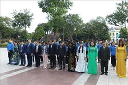 Lãnh đạo thành phố Hà Nội dâng hoa tưởng niệm lãnh tụ V.I.Lenin