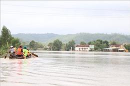 Nhiều xã ở huyện Tuy An (Phú Yên) vẫn bị cô lập do nước lũ