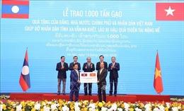 Lễ trao tượng trưng 1.000 tấn gạo hỗ trợ nhân dân Lào khắc phục hậu quả thiên tai