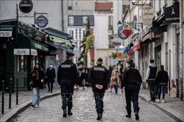Tiếp tục tạm giữ 2 cảnh sát Pháp trong vụ đánh đập người da màu