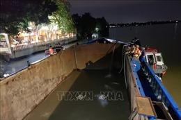 Vụ sà lan bị kẹt dưới cầu Rạch Cát: Tạm giữ phương tiện, lập hồ sơ xử lý theo quy định