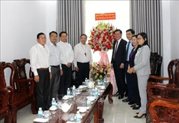 Lãnh đạo Ban Dân vận Trung ương chúc mừng Giáng sinh đồng bào Công giáo Bình Thuận