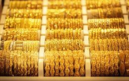 Đồng USD và lợi suất trái phiếu Mỹ giảm giúp giá vàng thế giới đi lên phiên 12/1