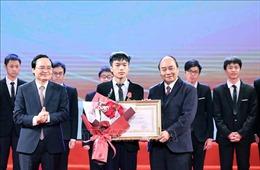 Thủ tướng dự Lễ tuyên dương học sinh THPT đoạt giải Olympic quốc tế 2020