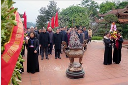 Dâng hương tưởng niệm Chủ tịch Hồ Chí Minh tại ATK Định Hóa