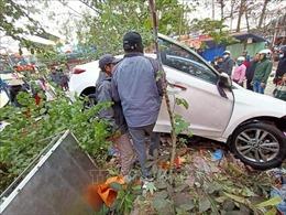 'Xe điên' lao vào chợ cóc khiến 10 người bị thương